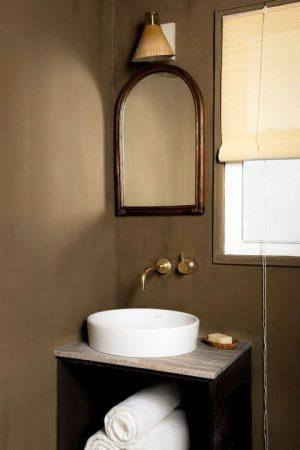 small-bathroom-robert-mckinley-studio-230-2-1580236265